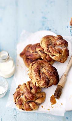 Ruotsalaiset kanelipullat | Meillä kotona Cinnamon Rolls, Food Inspiration, Shrimp, Sausage, Almond, French Toast, Meat, Vegetables, Breakfast