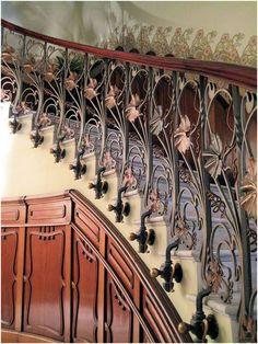 Art nouveau staircase art nouveau architecture & design ア-ル Art Nouveau Interior, Art Nouveau Design, Architecture Design, Amazing Architecture, Staircase Architecture, Grand Staircase, Staircase Design, Art Nouveau Arquitectura, Jugendstil Design
