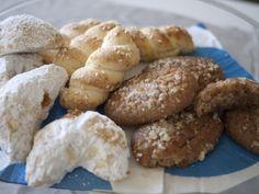 Greek cookies! Kourabiedes, melomakarona kai koulourakia! Traditional Christmas sweets!