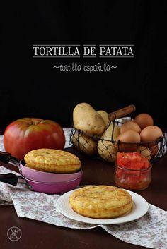 Tortilla de patata {by Paula, Con las Zarpas en la Masa} Tapas, Pancakes, Breakfast, Recipes, Food, Tortillas, Gastronomia, Spanish Omelette, Appetizers