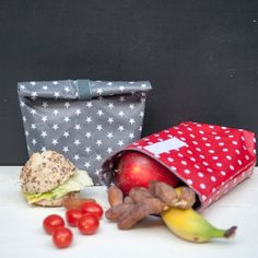 These cute bags are perfect for taking our lunch to work or school! Great visual tutorial to make your own!