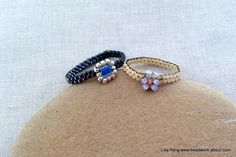 Love these simple rings - a perfect beginner project to learn peyote stitch and daisy chain.  Free tutorial.