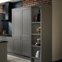 The minimalist feel of this matt door is emphasised by the bold grey and wider frame. The frame has a subtle bevelled edge, giving it clean lines. Cabinet options include tall larder units to organise ingredients. Tall Kitchen Cabinets, Kitchen Units, Kitchen Redo, Kitchen Ideas, Kitchen Design, Howdens Kitchens, Grey Kitchens, Grey Shaker Kitchen, Shaker Style Cabinet Doors