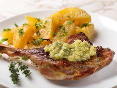 Friptura de rata cu cartofi aurii si sos de usturoi - BucateleNoastre.ro