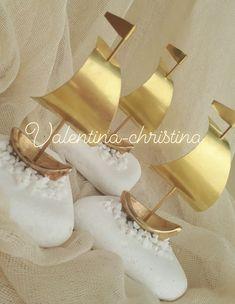Χειροποίητες μπομπονιέρες γάμου μεταλλικό καράβι από μπρουτζο με βάση από βότσαλο Θάσου φτιαγμένα με αγάπη και γούστο by valentina-christina handmade products 2105157506 Ballet Shoes, Dance Shoes, Baptisms, Wood And Metal, Clay Art, Rock Art, Boats, Decoupage, Crafting
