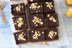 GEZONDE CHOCOLADE FUDGE BARS MET KOFFIE EN NOTEN - CHICKSLOVEFOOD