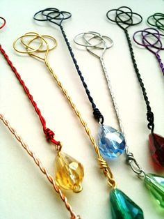 Brave / Merida Party Favors 10 Celtic Bubble Wands with Bubbles ~ via Etsy. Wire Crafts, Jewelry Crafts, Wire Bookmarks, Corner Bookmarks, Crafts For Kids, Arts And Crafts, Bubble Wands, Book Markers, Beads And Wire