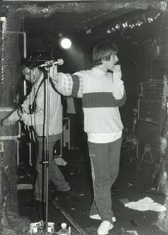 Oasis played their first live on August sauf Noel Liam Gallagher Oasis, Noel Gallagher, Banda Oasis, Liam Oasis, Estilo Punk Rock, Blue Soul, Oasis Music, Oasis Band, Inspiral Carpets