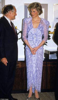 Dame Zandra Rhodes reveals the secrets behind dressing the stars #dailymail