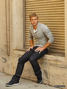 trevor donovan- Teddy from 90210 <3