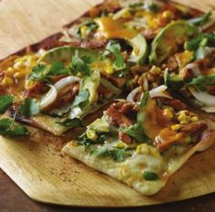 Barbecue Chicken and Avocado Pizza  #chicken #pizza #recipe