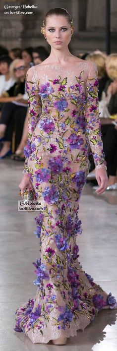 Georges Hobeika Fall 2016 Haute Couture fashions combine elegant simplicity and lines with creative, expert level couture beaded embroidery. Floral Fashion, Look Fashion, Runway Fashion, Lolita Fashion, Fashion Dresses, Beautiful Gowns, Beautiful Outfits, Elegant Dresses, Pretty Dresses