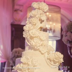 R // Wedluxe Magazine //  Cake by Anna Elizabeth Cakes