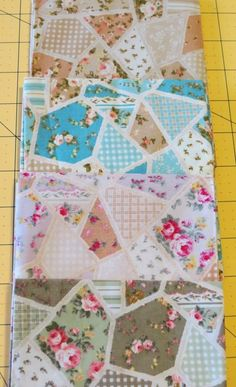 Sweet Bee Buzzings: Square Pouch Tutorial