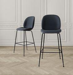 De Beetle barstoel ontworpen door Gamfratesi. De Beetle barstoelen zijn ook verkrijgbaar als eetkamer- of bureaustoelen met een ruime keus aan bekleding.
