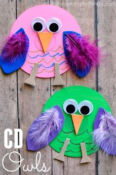This recycled CD owl craft is colorful and fun and makes a perfect craft for any time of the year. Fun kids craft when learning all about birds and owls. This recycled CD owl craft is colorful and fun Owl Crafts Kids, Daycare Crafts, Animal Crafts, Toddler Crafts, Easter Crafts, Craft Kids, Owl Kids, Kids Daycare, Kids Diy
