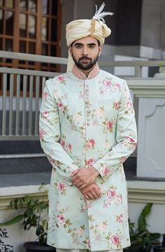 Wedding Function Outfits Inspiration for groom. Heavy floral embroidery or a minimal floral print sherwani for wedding outfit. Indian Groom Dress, Wedding Dresses Men Indian, Wedding Dress Men, Indian Wedding Outfits, Wedding Men, Wedding Suits, Indian Weddings, Farm Wedding, Wedding Couples