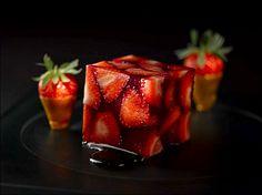 Le cubisme est un art non seulement pictural, mais aussi culinaire ! (From regards-culinaires .com) L'art de dresser et présenter une assiette comme un chef de la gastronomie... http://www.facebook.com/VisionsGourmandes . Photo à aimer et à partager !