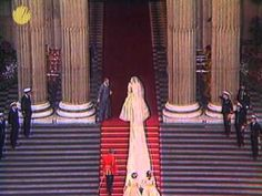 July Lady Diana Spencer marries Prince Charles at St. Paul's Cathedral in London. Charles And Diana Wedding, Princess Diana Wedding, Princess Elizabeth, Princess Of Wales, Prince Phillip, Prince Charles, Royal Weddings, White Weddings, Lady Diana Spencer