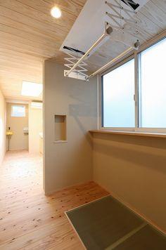 写真15|T様邸/プレズィール/ベーシック(H28.4.18更新) Garage Laundry, Compact Living, Japanese Interior, House Landscape, Laundry Room Design, White Rooms, Great Rooms, Interior And Exterior, New Homes