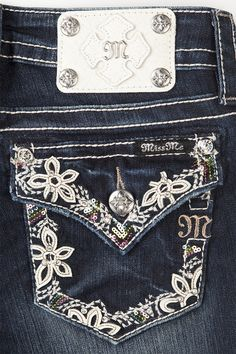 A Miss Me classic, the bootcut contours the thigh and slightly flares at the hem for a timeless and flattering look. Available in clean pockets, embellished pocket design, and flap pockets. Browse all women's bootcut jeans at Miss Me. Cute Country Girl, Country Girls Outfits, Country Chic, Miss Me Jeans Buckle, Pretty Outfits, Cute Outfits, Miss Mes, Cowgirl Jeans, Bling Jeans