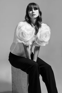 Anne Fontaine and her atelier worked with silk organza in the form of an elegant flower for a truly unique and stunning piece. Elegant Flowers, Silk Organza, White Shirts, Designer Dresses, Ruffle Blouse, Dresses For Work, Black And White, My Style, Unique