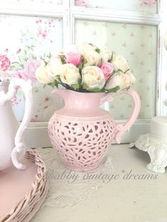 Shabby Chic wedding a nice wedding dais center piece Rosa Shabby Chic, Vintage Shabby Chic, Shabby Chic Decor, Rose Cottage, Cottage Chic, Magical Home, Romantic Cottage, Romantic Homes, Everything Pink