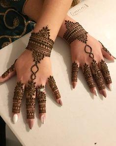 Back hand beautiful henna. Pretty Henna Designs, Modern Henna Designs, Henna Tattoo Designs Simple, Basic Mehndi Designs, Finger Henna Designs, Henna Art Designs, Mehndi Designs For Beginners, Mehndi Designs For Girls, Mehndi Designs For Fingers