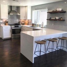 There is no question that designing a new kitchen layout for a large kitchen is much easier than for a small kitchen. A large kitchen provides a designer with adequate space to incorporate many convenient kitchen accessories such as wall ovens, raised. Eat In Kitchen, Home Decor Kitchen, Kitchen Dining, Kitchen Cabinets, Rustic Kitchen, Kitchen Countertops, Kitchen Backsplash, Island Kitchen, Eclectic Kitchen