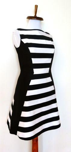 Rochie din denim alb-negru cu panouri laterale. Model #custommade #Noomi. www.noomi.ro