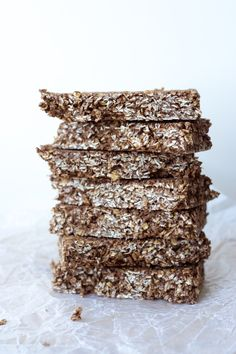 Chocolate macaroon granola bars  A quick and easy no bake granola bar that tastes like a chewy chocolate macaroon cookie. And it's healthy too!