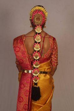 Indian Wedding Hairstyles, Bride Hairstyles, Marathi Bride, Hair Garland, Indian Costumes, Bridal Braids, Indian Bridal Makeup, Braid Hair, Desi Wedding