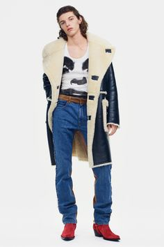 9fef73cd3 Raf Simons unveiled his Pre-Fall 2019 collection for the Calvin Klein  luxury ready-to-wear line, Calvin Klein