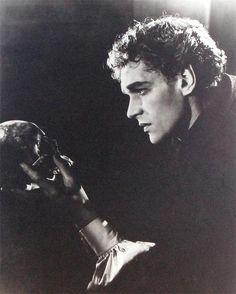 1952 - Paul Scofield in 'Hamlet' @ the Phoenix Theatre, London. Photo by Angus McBean