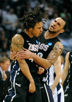 gonzaga mens basketball Two Cool guys and one of the coolest tattoos ever. Basketball Game Tickets, Basketball Scoreboard, Best Basketball Shoes, Basketball Pictures, Football And Basketball, College Basketball, Hockey, Basketball Court, San Francisco Basketball
