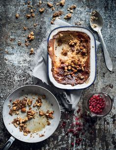 Uunissa haudutettua kaurapuuroa ja karamellipähkinöitä | Resepti Cereal, Oatmeal, Breakfast, Food, The Oatmeal, Morning Coffee, Rolled Oats, Essen, Meals