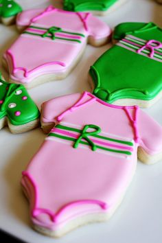 This listing is for dozen onesie sugar cookies perfect for baby shower favors. This cookie can be made in our vanilla or chocolate sugar cookie