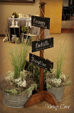 Pizarrones / Bodas rústicas / Eventos rústicos / Ideas originales para bodas / Decoraciones bodas / Rustic weddings / Hanging Chalkboard Wedding signs ~ by Vintage Cove.