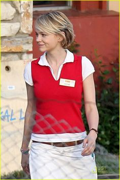 Carey Mulligan wears a Denny's restaurant uniform while shooting a scene for her…