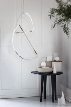 Made of geometric shapes, these hanging Mirror Mobiles subtly dance light around the space they're in through their minimalist, sculptural design. Interior Styling, Interior Decorating, Interior Design, Interior Lighting, Decorating Ideas, Mirror Ceiling, Beautiful Mirrors, Design Furniture, Nordic Design