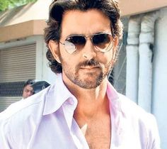 Bollywood's own super hero Hrithik 'Krrish' Roshan is a style icon, especially when it comes to pairing up his attire with sunglasses. These certainly look funky on him! Girl Photo Download, Hrithik Roshan Hairstyle, Ray Ban Sunglasses Sale, Sunglasses Outlet, Indian Actress Images, New Movie Posters, Smile Photo, Female Actresses, Perfect Man