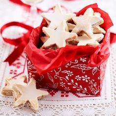 German cinnamon star biscuits have all the flavours of Christmas and make pretty biscuits to give as gifts. They will keep in a ake tin for 2 weeks so you can make them ahead.