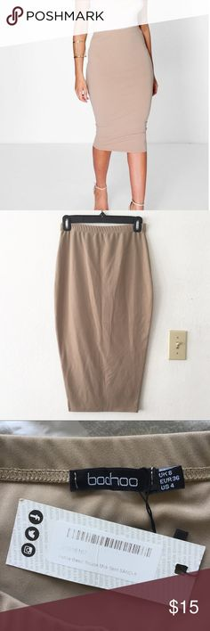 Boohoo Astria Basic Scuba Midi Skirt • Brand new with tags • Never worn • Snug fit • Stretchy material  • Ends below the knee/mid-calf • Excellent condition • No damages Boohoo Skirts Midi