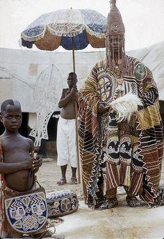 Africa |  Oba Ademuwagun Adesida II, the Deji (ruler) of Akure, in courtyard of Akure palace, Akure, Nigeria |©Eliot Elisofon. 1959.