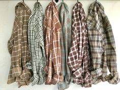 Jul 2017 - Vintage Sage and Nude set of Bridesmaid Flannel Shirts for Getting Ready on Rustic Wedding Day, bridesmaid gifts by TheVintageVow on Etsy Plaid Shirt Outfits, Fall Outfits, Casual Outfits, Cute Outfits, Flannel Shirts, Fashion Outfits, Geek Fashion, Men Casual, Bridesmaid Get Ready Outfit