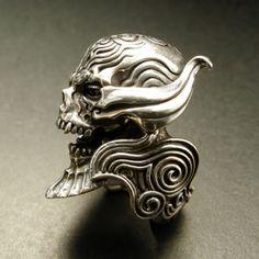 牙狼 ザルバレッドアイ Skull Jewelry, Jewelry Art, Jewelry Design, Amber Jewelry, Hippie Jewelry, Ring Bracelet, Ring Necklace, Silver Skull Ring, Biker Rings