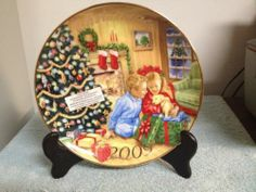 """AVON 2009 COLLECTIBLE CHRISTMAS PLATE, PORCELAIN W/22K """"A GIFT TO REMEMBER"""""""