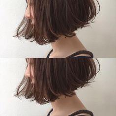お客様スタイル あご下ラインのすこ〜し前下がりボブ ラフに動く質感がカッコカワいい✨ くせを活かしてハネても動かしても崩れて見えないボブ ボブはレイヤーを入れすぎると丸くなってかわいくないので 重さを残しつつ動きやすいようにカットしてます 巻いても適度なボリューム感にしか膨らまないので小顔効果とオシャレ効果バツグンボブです✨ #hair #bob #shima #shimaplus1 #シマ #ハイライト #カラー#パーマ #ボブ #ミディアム #ベージュ #ピンク #fudge #パリ #フレンチ #アンニュイ #アーペーセー #アニエスベー #レペット #ファッション #fashion #repetto #celine #セリーヌ#外国人風カラー #ナチュラル#アーツアンドサイエンス #fumikauchida #ロブ#ハイク