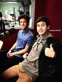Cam & Nash CAM LOOKS SO INNOCENT his so hot it looks wrong to say innocent