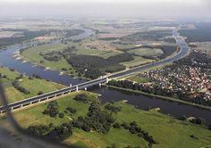 Ponte Aquífera de Magdeburgo, Alemanha. Cruza o rio Elba e liga dois grandes canais alemães.